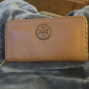 Tory Burch ZIP Leather Continental Wallet